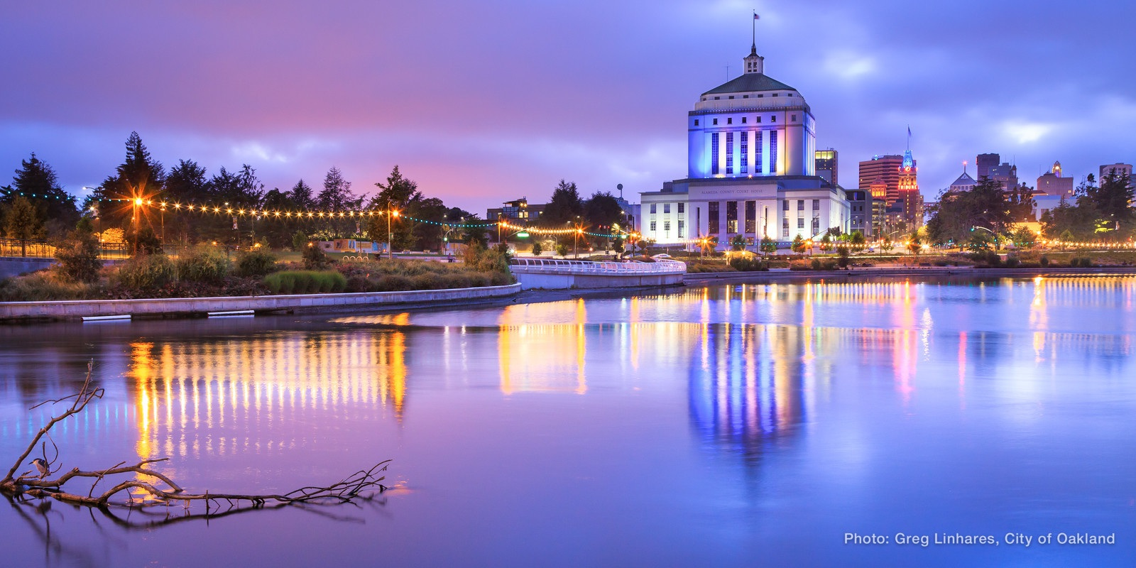 150614 8276 Warriors Blue And Gold Lighting Around Lake Merritt X3